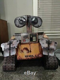Wall-E Disney/Pixar Talking Motion Sensor Theater Display