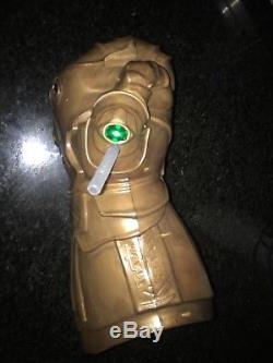 Disney Parcs Thanos Infinity Gauntlet Gant De Boisson Portable Avengers Infinity War