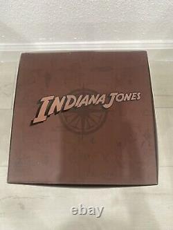 Fécondité Idol Figure Indiana Jones Et Les Raiders De L'arche Perdue En Main
